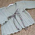 Modèle Matinee Waistcoat de Debbie Bliss