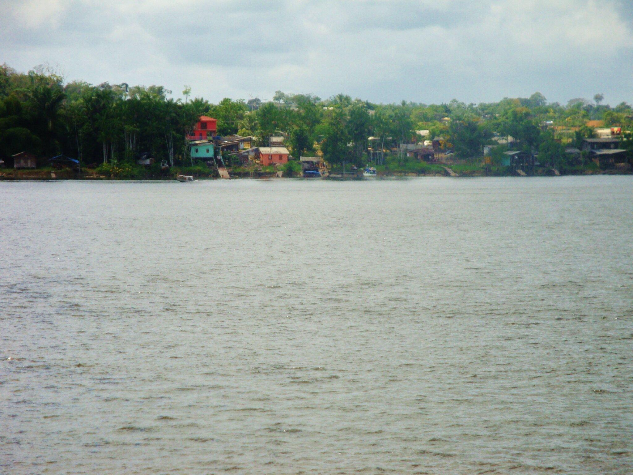 Carbet à Oiapoque (Brésil) en face de St Georges (Guyane Française)