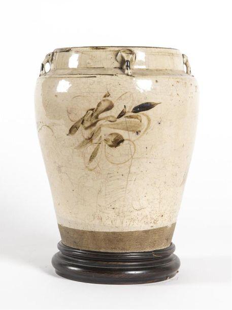 Jarre en grès à couverte crème craquelée à léger décor à l'oxyde de fer, Vietnam, Dynastie Lý -Trần, 13e-14e siècle