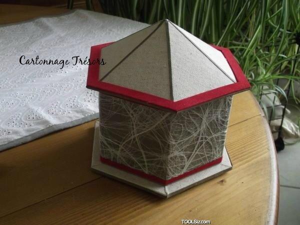 boite hexagonale et toit pointu cartonnage tr sors. Black Bedroom Furniture Sets. Home Design Ideas