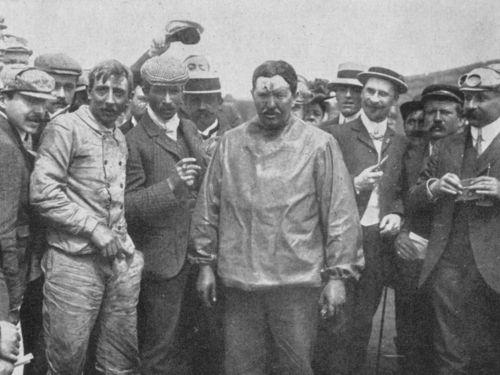 1905 gordon bennett trophy, circuit d'auvergne - léon théry, centre, and mechanic