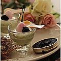 Mini verrines avocat, oeuf de <b>caille</b> rose et caviar ou autres oeufs de poissons.....