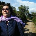 Une femme dans le vent