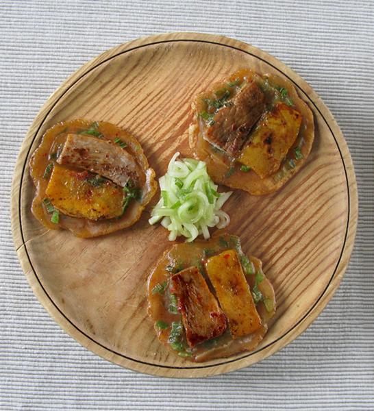 Mini crêpes au mangue kimchi et porc