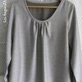 Une blouse...