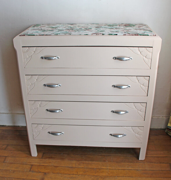 commode-annees-40-nude-face