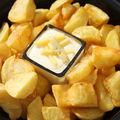 <b>Patatas</b> <b>bravas</b> et leur sauce au Morbier