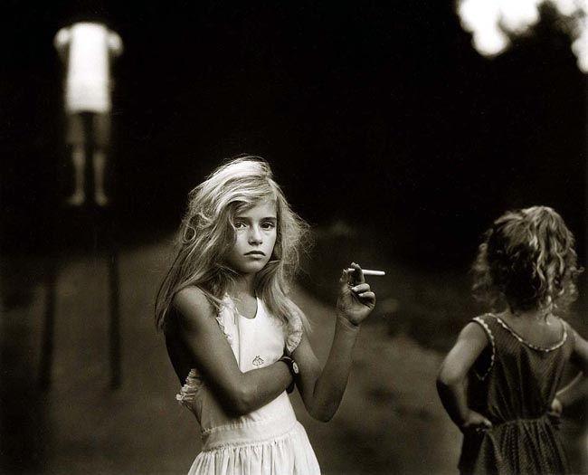 21. Sally MANN, Candy cigarette, 1989.