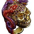 <b>Delfina</b> Delettrez. Bague tête de mort et serpents montée sur or jaune et argent, en améthyste et émail