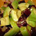 Salade de betteraves rouges, avocat, pomme verte