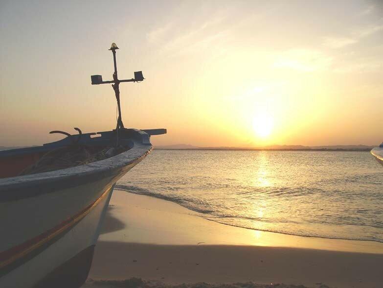 28 septembre à 18h46, barque de pêche en premier plan