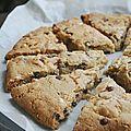 Cookies géant aux trois chocolats et deux cacahuètes