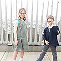Robe d'écolière et vareuse de printemps