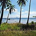 TAHA'A (Île Vanille) 03 - Route cotière et Bora Bora en fond