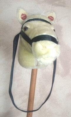 Bâton Peluche bélier contre cheval !