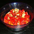 Salade de fruits aux fraises, bananes et abricots au jus de prune