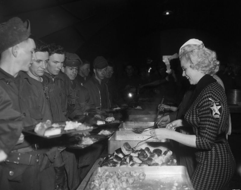 1954-02-18-korea-2nd_division-lunch_with_jeanOdoul_by_walt_durrell-2