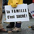 Créteil : des parents manifestent devant le rectorat contre l'éducation sexuelle précoce