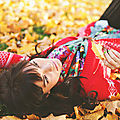 cute-fall-fashion-girl-leaves-Favim