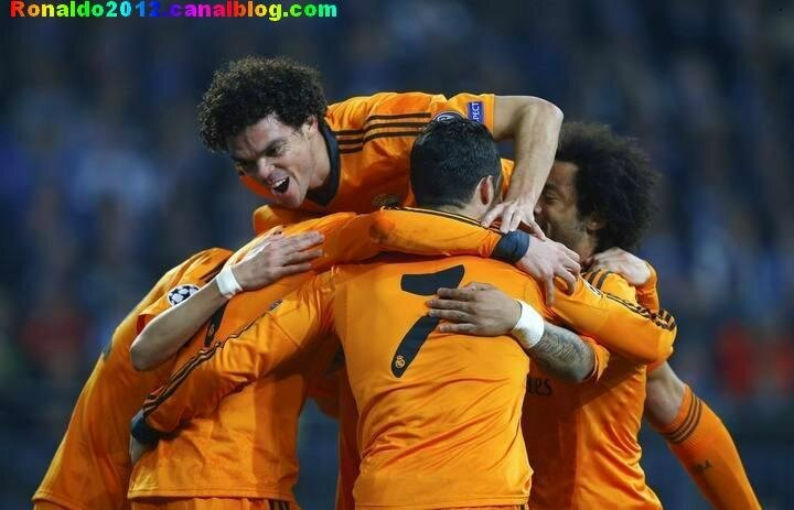 Schalke 04 Real Madrid 1 - 6 (16)