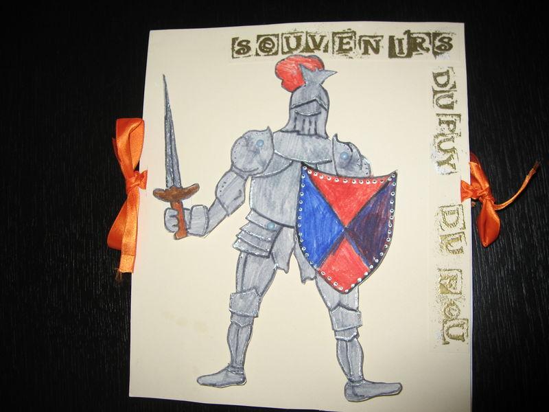Album accordéon réalisé avec Valentin(7 ans) sur sa journée au Puy du Fou