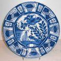 Delft. quatre pièces à décor camaïeu bleu à décor de chinoiseries, XVIIème <b>siècle</b> et <b>XVIIIème</b> <b>siècle</b>