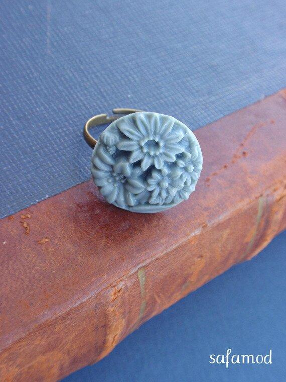Bague réglable bronze cabochon fleur vert en résine