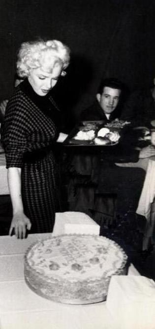 1954-02-18-korea-2nd_division-lunch-020-1a2