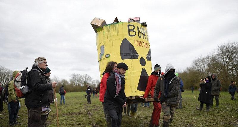 2155722_dechets-nucleaires-la-zad-de-bure-en-cours-devacuation-par-la-gendarmerie-web-tete-0301333574185_1000x533