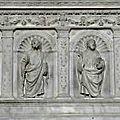 FecaTrin151La châsse du maître-autel représente les douze apôtres dans des niches coquillées (XVIe siècle)