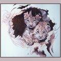 Deux bébés lynx boréal à l'abri dans une souche d'arbre - Gouache monchrome - Ghislaine Letourneur