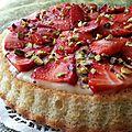 Gâteau façon tarte aux fraises et eclats de pistaches