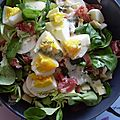 Salade de mâche, oeufs, coppa, fromage, champignons et sauce mayonnaise