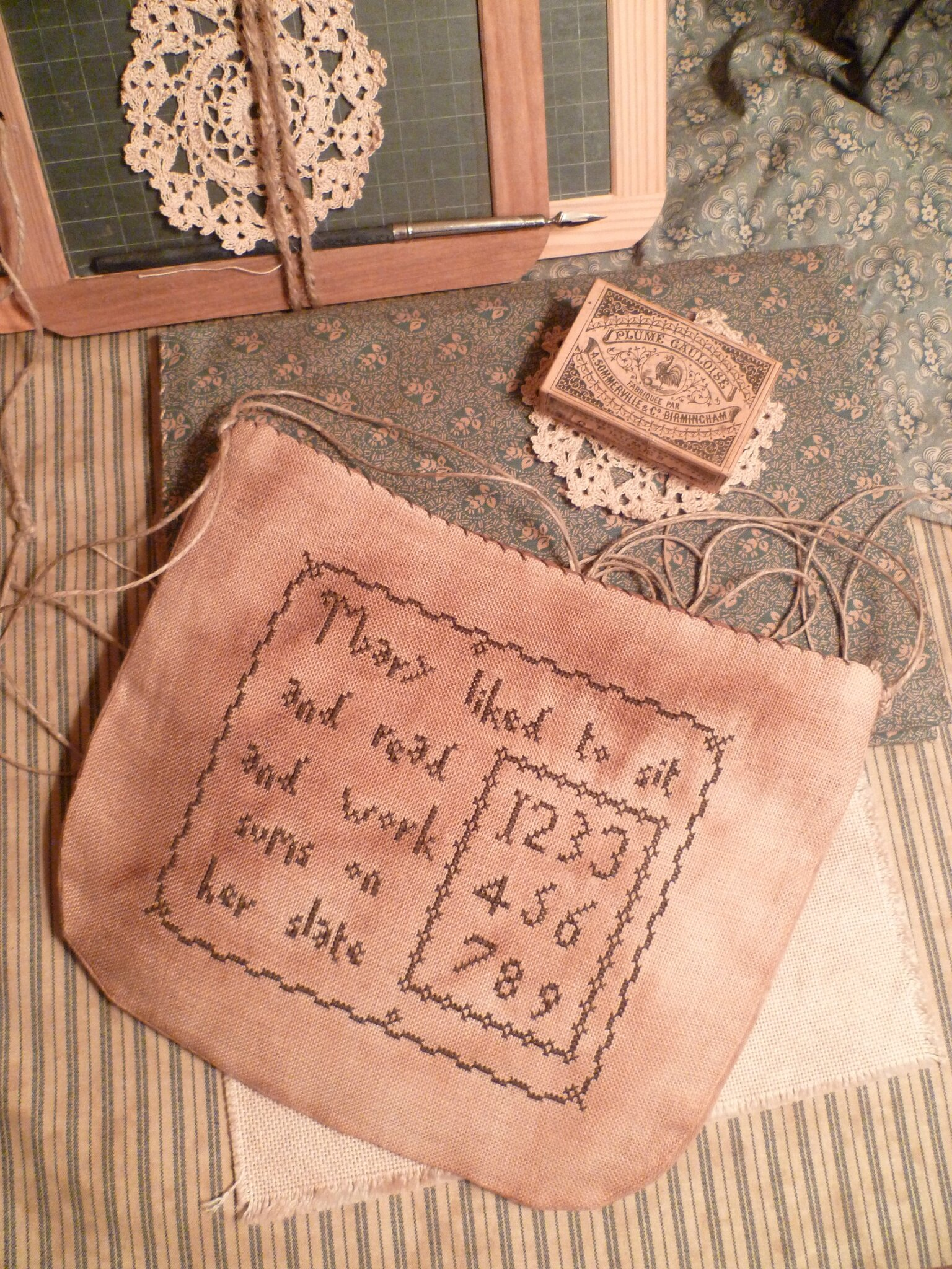 SCHOOL THEME: Mary liked to sit and read Pouch US $ 8.00