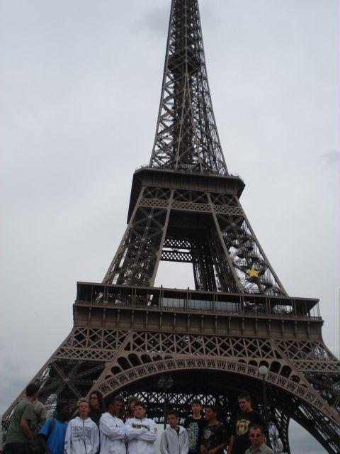 Tour Eiffel et accompagnatrices holandaises