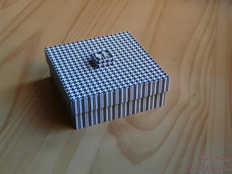 Boîte carrée noire et blanche