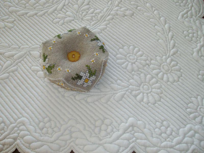 biscornu marguerites blanches