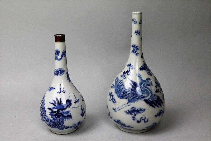 Deux vases en porcelaine bleu blanc, Vietnam, XIXème siècle