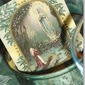 Image vintage de Marie au centre de la couronne de l'avent
