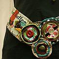 Madame ceinture se cerne de couleurs