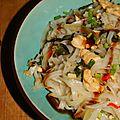 Nouilles au poulet, galanga et feuilles de curry