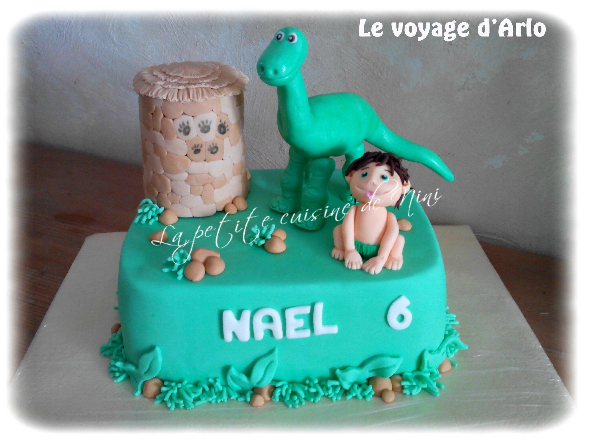 """Gâteau d'anniversaire """"le voyage d'Arlo"""""""