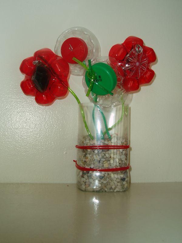 Fleurs non p rissables bouchons et fonds de bouteilles plastiques photo de abracadabra - Fleur bouteille plastique ...
