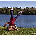 Marisol fait de la gymnastique dans la nature... et mon exercice physique à moi !!