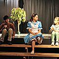 Les enfants sur la scène de saint beauzire