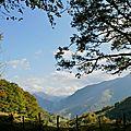 Vue sur les montagnes et la vallée d'Aspe depuis Boesou...