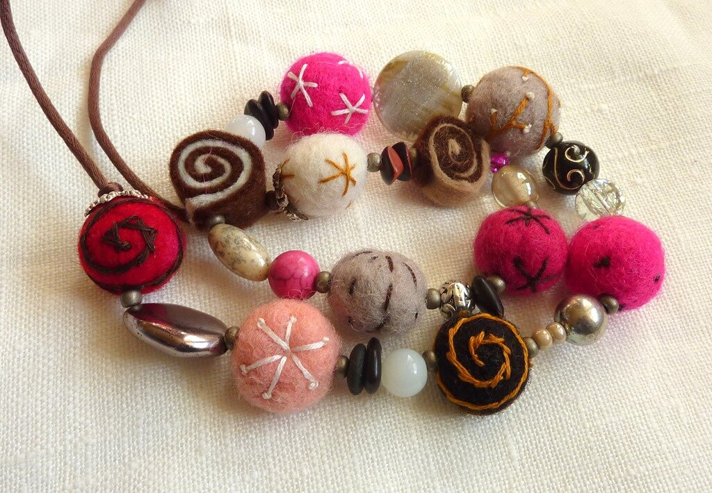 Windows-Live-Writer/Collier-de-lainePink-felt-necklace_9D63/P1070537