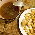 Bouillon de volaille et ses croutons au curry
