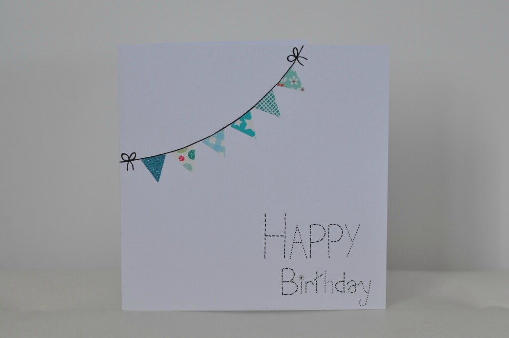 Quand une carte d'anniversaire rencontre une guirlande...When a birthday card meets a garland....