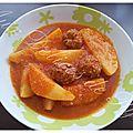 Ma chteha batata (pommes de terre en sauce rouge)
